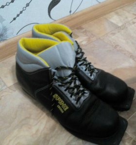 Лыжные ботинки. 42 размер.