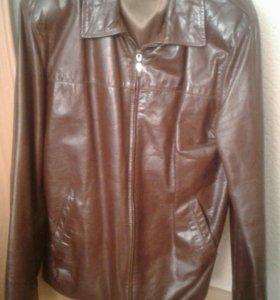 Куртка кожаная в отличном состоянии.р 50-52 Турция