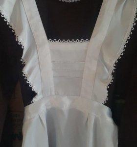 Школьное платье с белым фартуком новое
