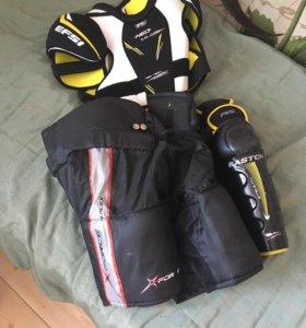 Хоккейные щитки нагрудник и штаны .