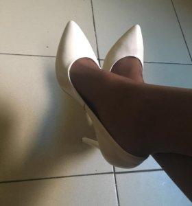 Туфли новые кожаные цвет бежевый