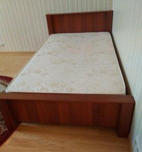 Кровать- полуторка с матрасом