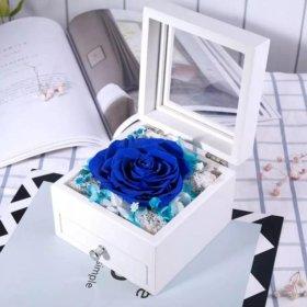 Роза шкатулке