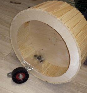 Беговое колесо с кронштейном крепления