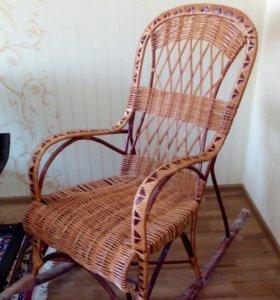 Плетёное кресло качалка