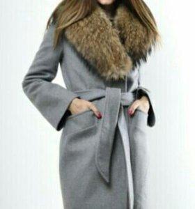 Пальто с натуральным мехом.