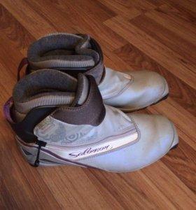 Лыжние ботинки Salomon с креплениями 39-40размер