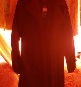 Продается мужское пальто черного цвета совершенное