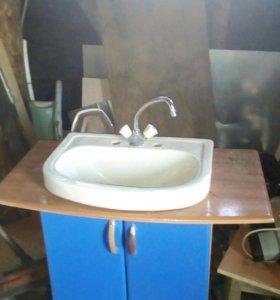 Раковина вместе с ящиком и краном