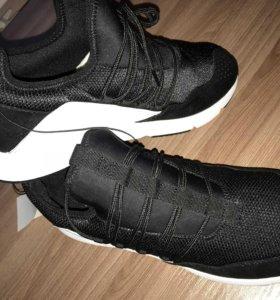 Кроссовки новые HM 42 размер