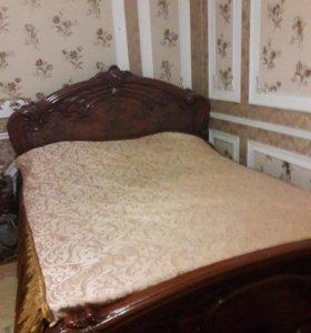 Кровать и комоды