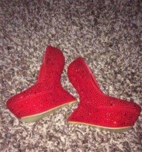 Потрясающие туфли новые
