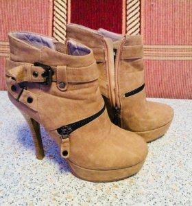 Ботинки бежевые замша