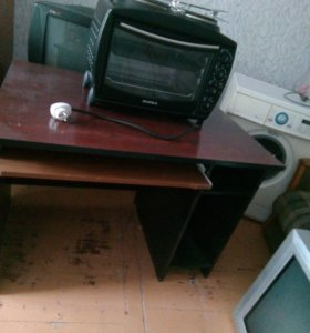 Стол , электрическая печь ,кресло