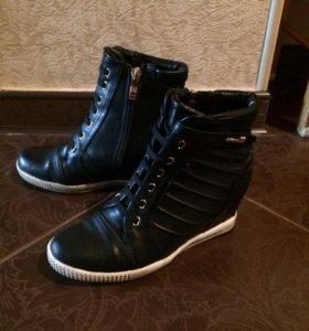 Ботинки 35размер, демисезонные на горке