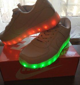 Кроссовки Светящиеся‼️