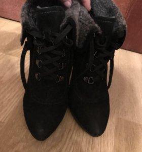 Ботинки . Натуральная замша . 35.5 размер