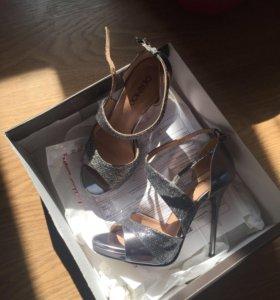 Новые босоножки Туфли на выпускной серебристые