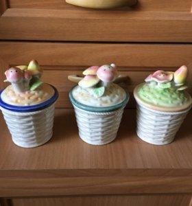 Три вазочки с крышками керамика
