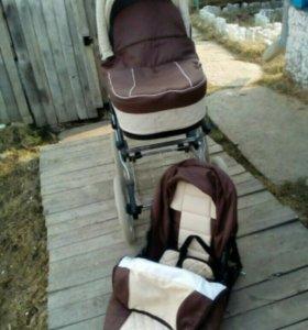 Продам коляску 2 в 1 + в подарок матрас и подушка.
