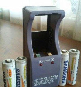Зарядное устройство и 4 аккумулятора