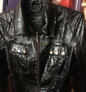 Кожаная весенняя куртка