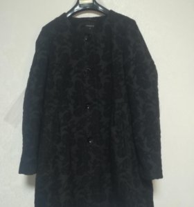Очень красивое пальто.