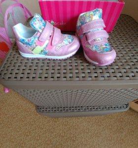 Новые кроссовки из Праги для девочки