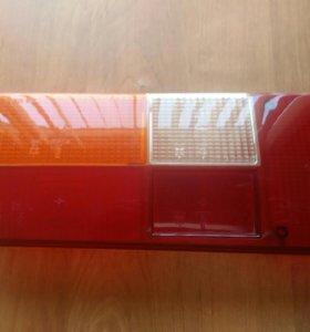Стекло заднего правого фонаря на ВАЗ-2105.
