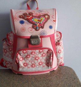 Портфель для девочки в отличном состоянии