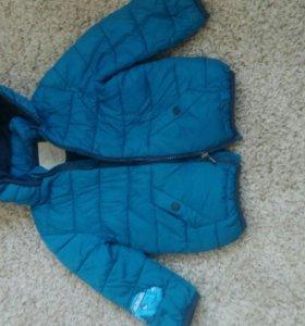 Продам демисезонную курточку Zara для мальчика.