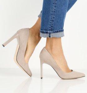 Замшевые бежевые туфли 38