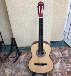 Классическая гитара новая +чехол