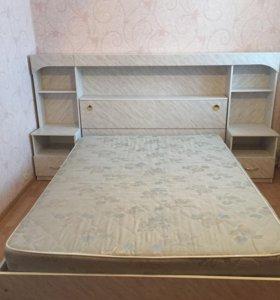 Кровать, шкаф, зеркало