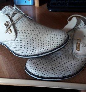 Мужские кожаные ботинки 40 размер новые