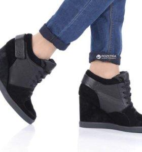 Новые Ботинки  Lacoste