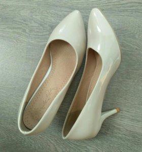 Новые туфли лодочки бежевого цвета