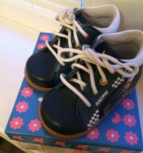 Продам ботинки ясельные из натуральной кожи.