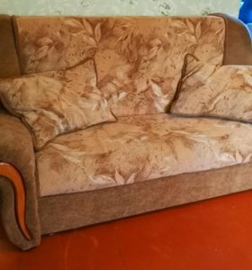 Диван / диван-кровать с подушками и ящиком
