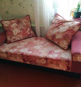 Софа / тахта с четырьмя подушками и ящиком д/белья