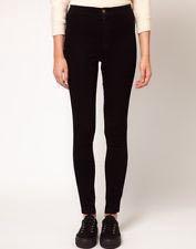 Чёрные джинсы на завышенной талии