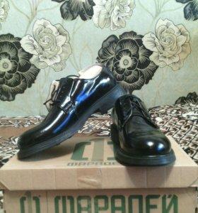 Туфли на шнурках лакированые