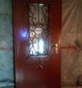 дверь с декаративной решоткой и стеклом