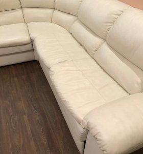 Диван и кресло белая кожа