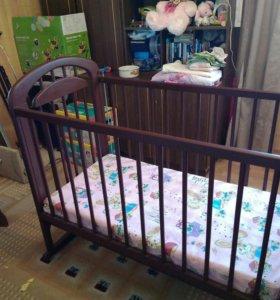 Детская кроватка-маятник, колестки в комплекте
