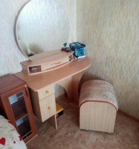 Продам туалетный стол