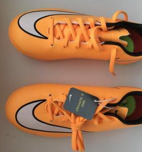 Новые кроссовки Nike для футбола и бега.33р