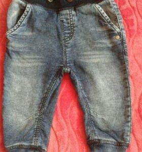 Мягкие джинсы фирмы next на 6-9 мес.