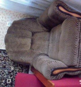 Кресла с тканевой коричневой обивкой
