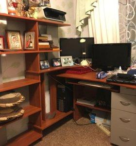 Компьютерный стол с системой хранения